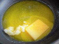 バターとオイルを加熱